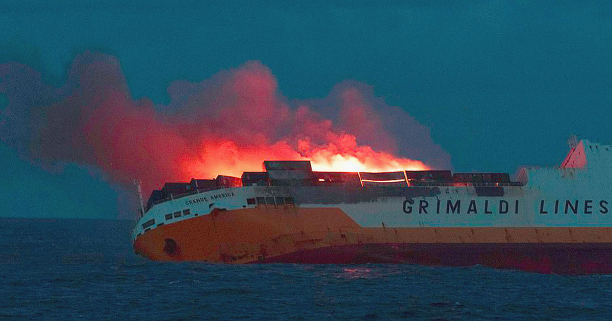ship sank 2000 cars.jpg - Italian Container Ship Carrying 2000 Cars Caught Fire And Sank In The Atlantic Ocean