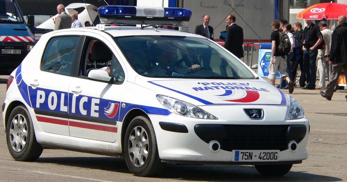 french police p1230006.jpg - Record battu: La douane Française saisit 11 tonnes de cannabis.