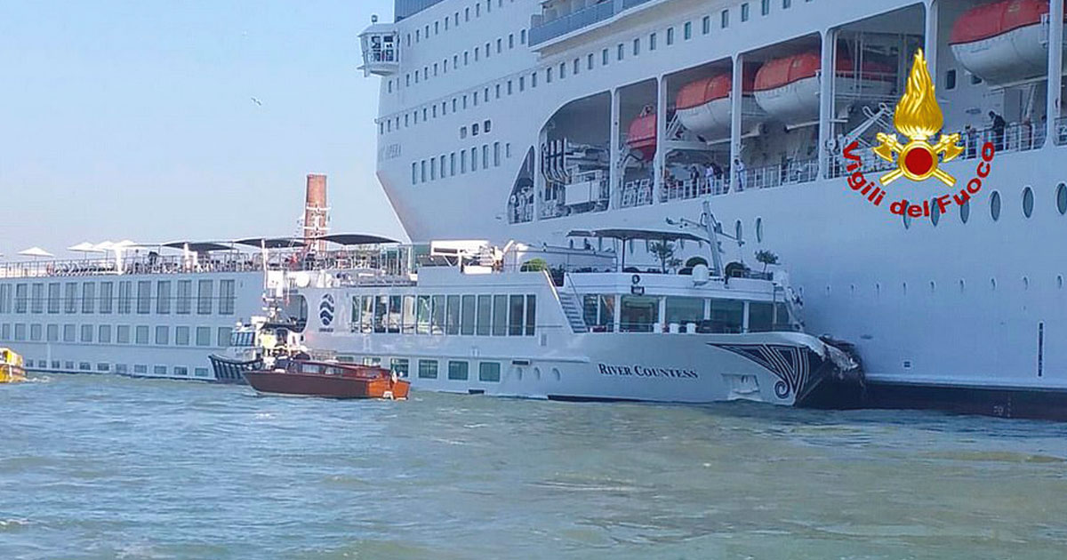 ship collides boat venice.jpg - Cruise Ship Collided With A Tourist Boat In Venice And Left Five People Injured
