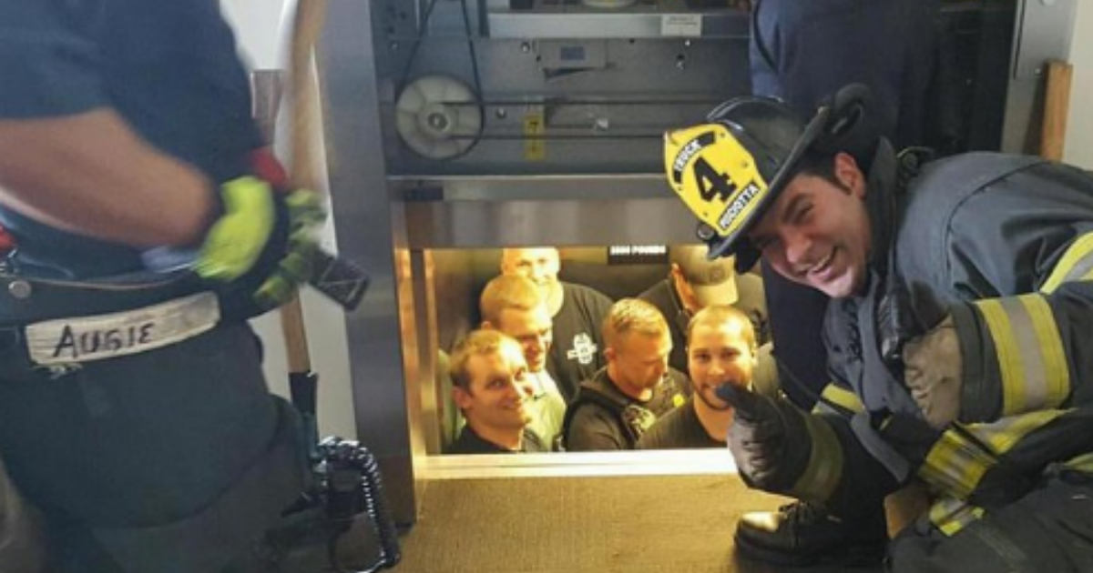 d4 6.png - Help Reaches In Time For Police Officers Trapped In An Elevator