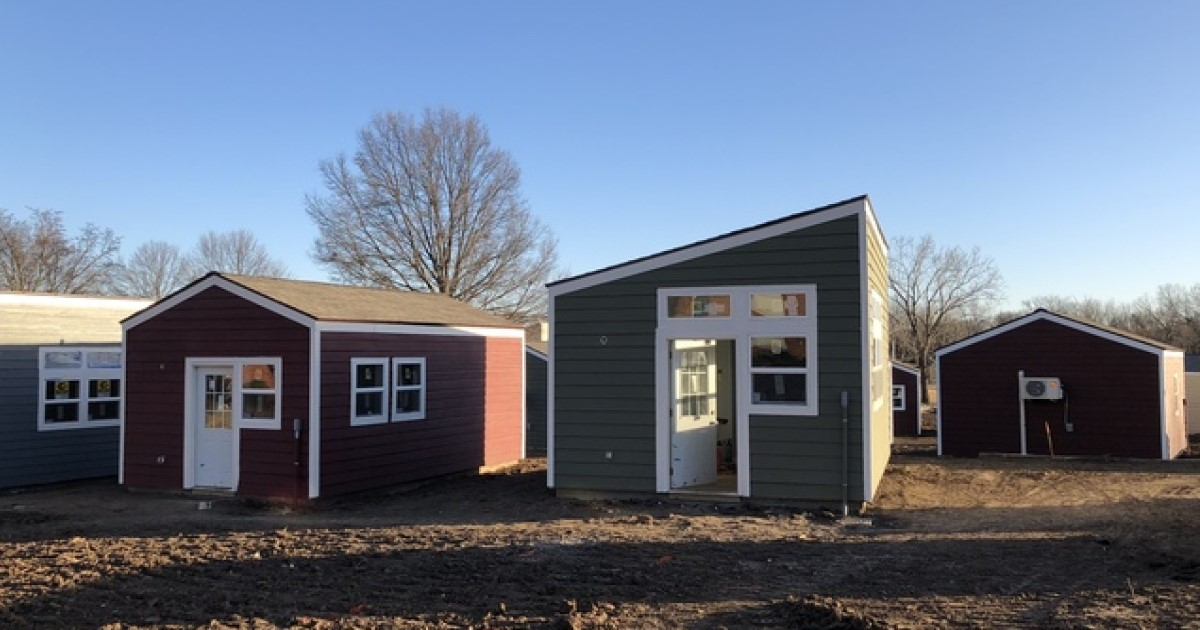 a 43.jpg - Volunteers Gathered Together To Build Tiny Homes For Homeless Veterans