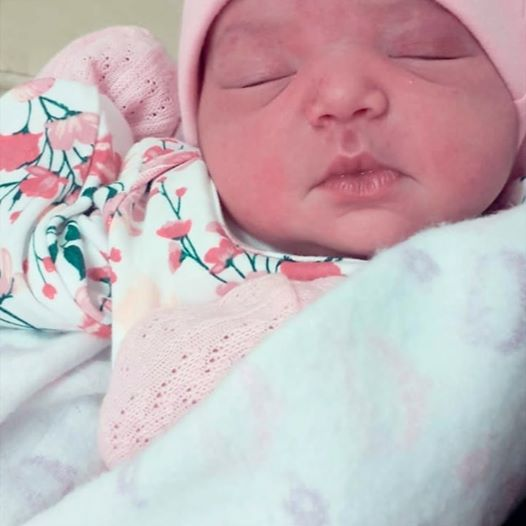 bebe bresil2.jpg - Le jour de sa naissance, un bébé sourit à son papa pour le saluer