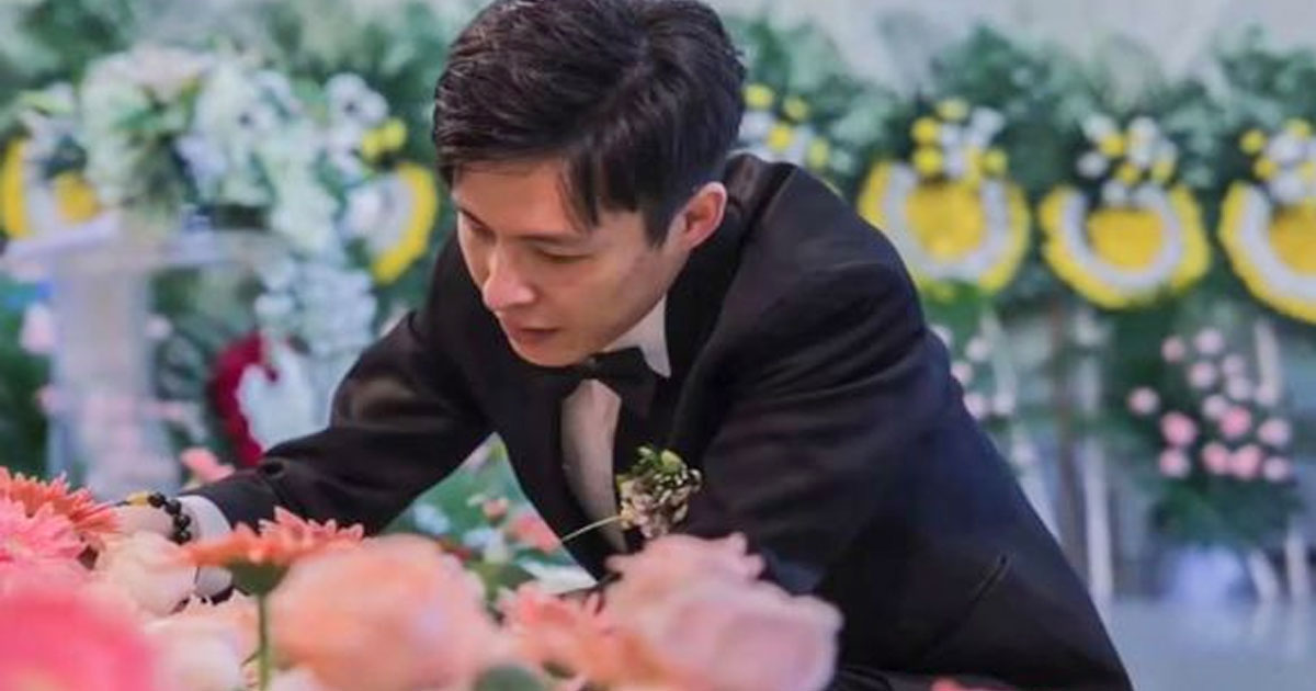 a man married his partners corpse during her funeral to fulfil her last wish.jpg - A Man Married His Partner During Her Funeral To Fulfill Her Last Wish