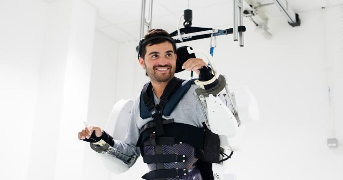 e3.jpg - Paralyzed Man Walked On His Own Again With A Help Of An Exoskeleton He Controlled With Only His Mind