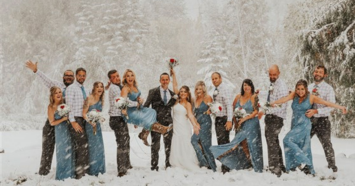 untitled 1 21.jpg - Out-Of-Season Snowstorm Created Breathtaking Photos Of A Couple's Wedding Day