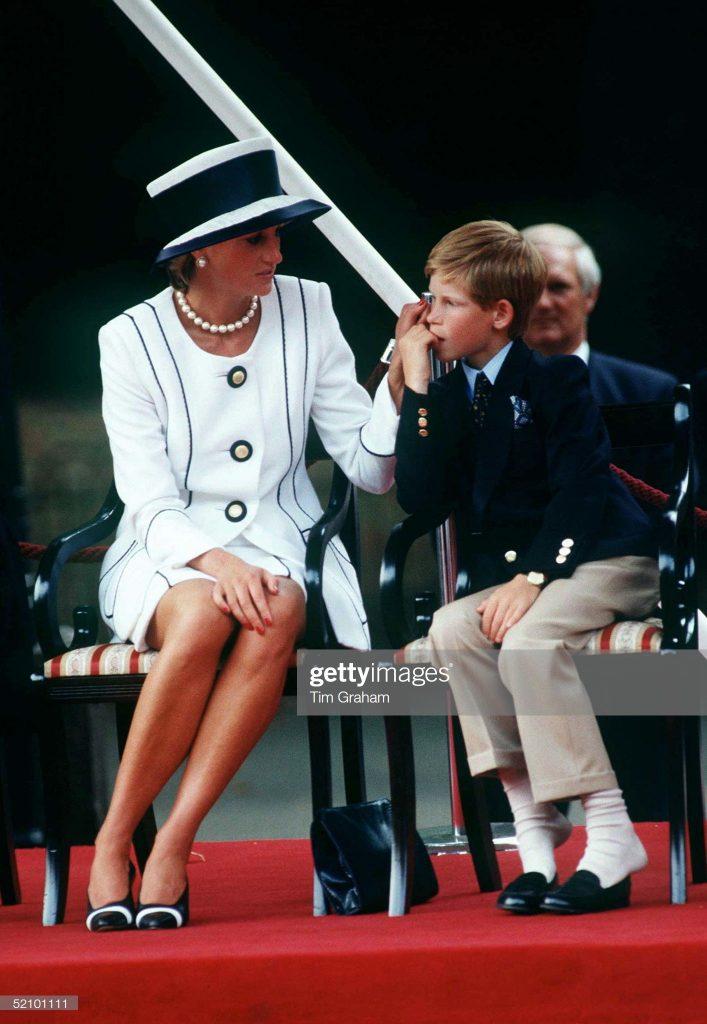 Diana And Harry Vj Day : News Photo