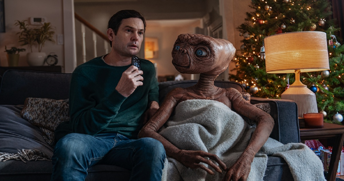 e3.jpg - Touching Reunion Between Elliot And E.T. In Sky's New Christmas Ad