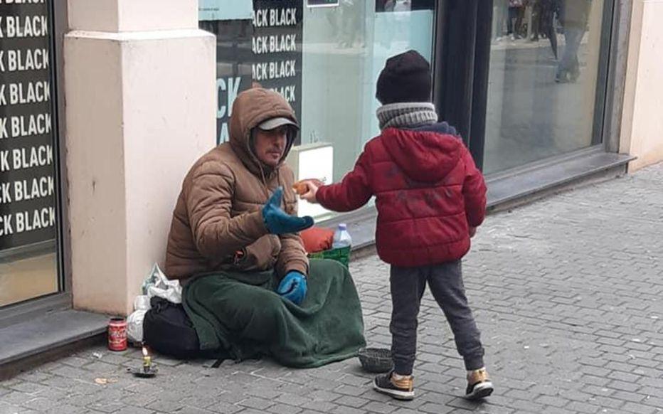 facebook dr.jpg - Lucas, 5 ans, distribue des viennoiseries aux sans-abri tous les samedis avec son père