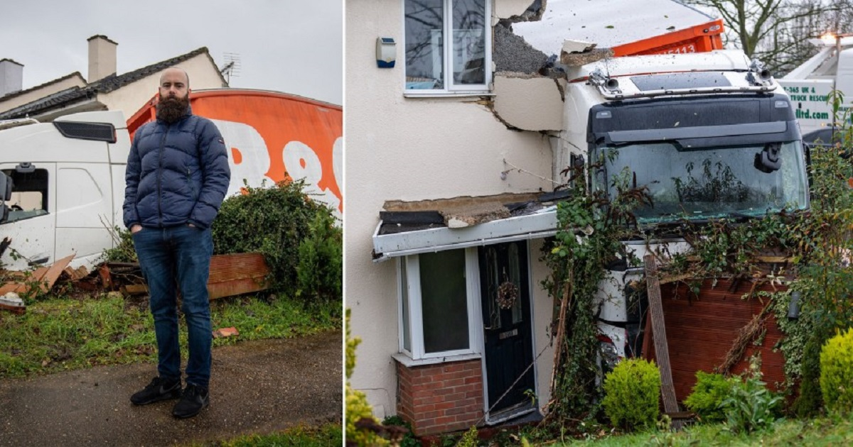 t3 9.jpg - A Delivery Truck Ran Into A Family's House By Accident, Leaving Them Homeless For The Holidays