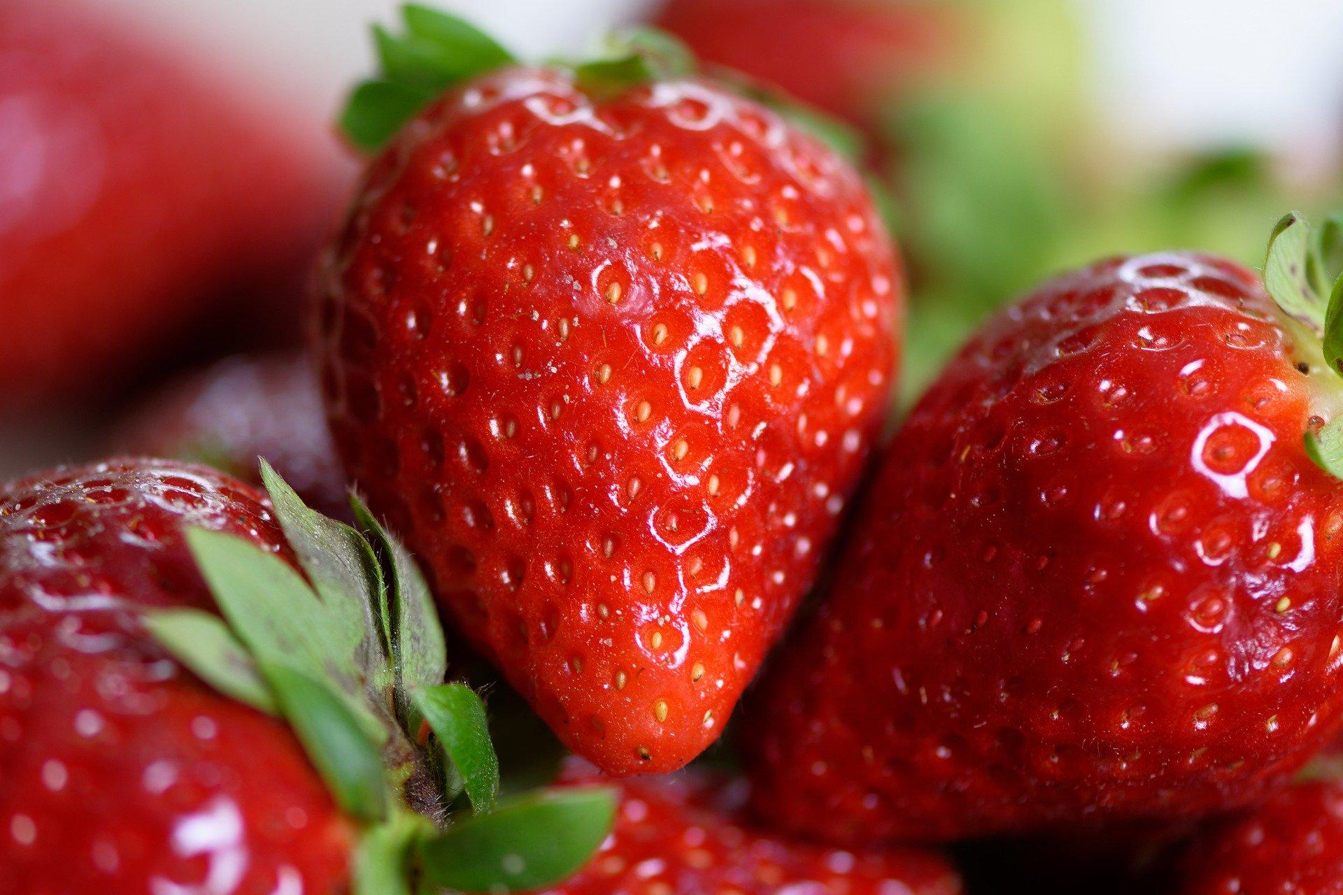 """strawberries 4330211 1920.jpg - Tendances cheveux : Essayez-vous au """"Strawberry blonde"""" pour rafraîchir votre look cette saison !"""