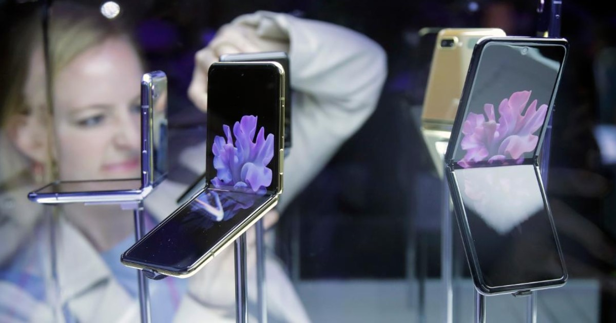 4 46.jpg - Samsung Just Unveiled Their Second Folding Smartphone – Galaxy Z Flip