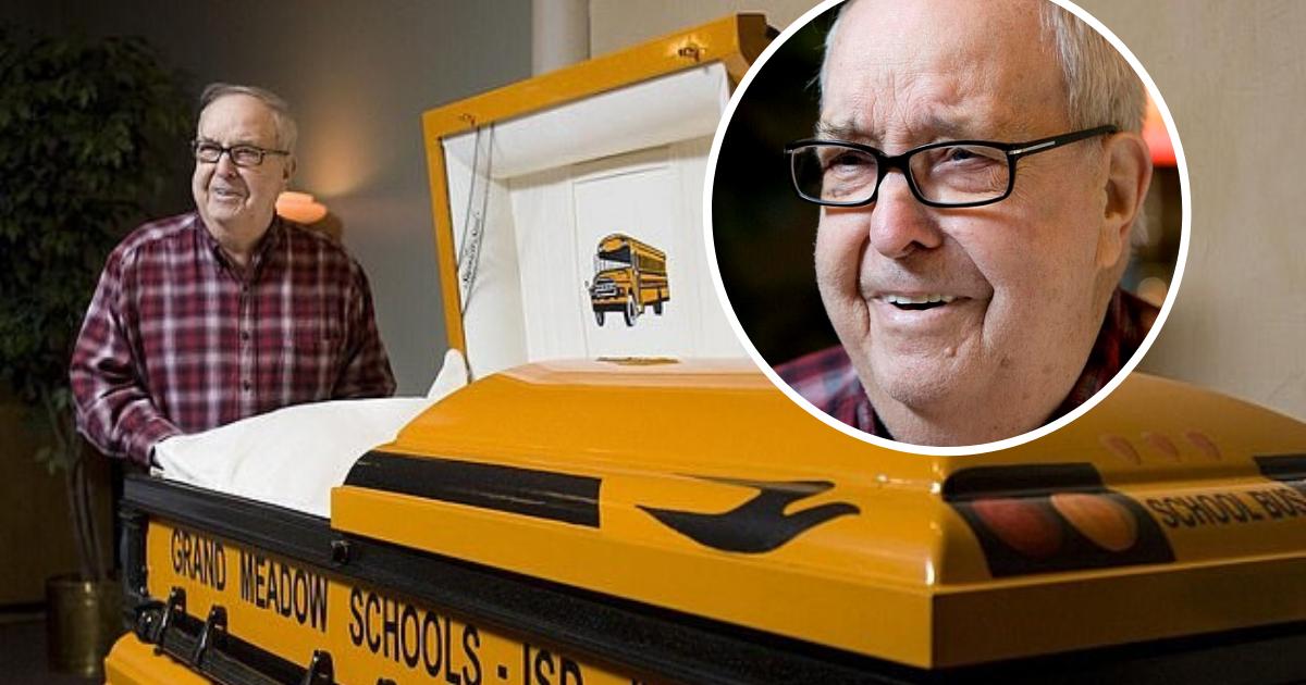 untitled design 14 1.png - Un chauffeur de bus scolaire repose dans un cercueil jaune qu'il a conçu lui-même