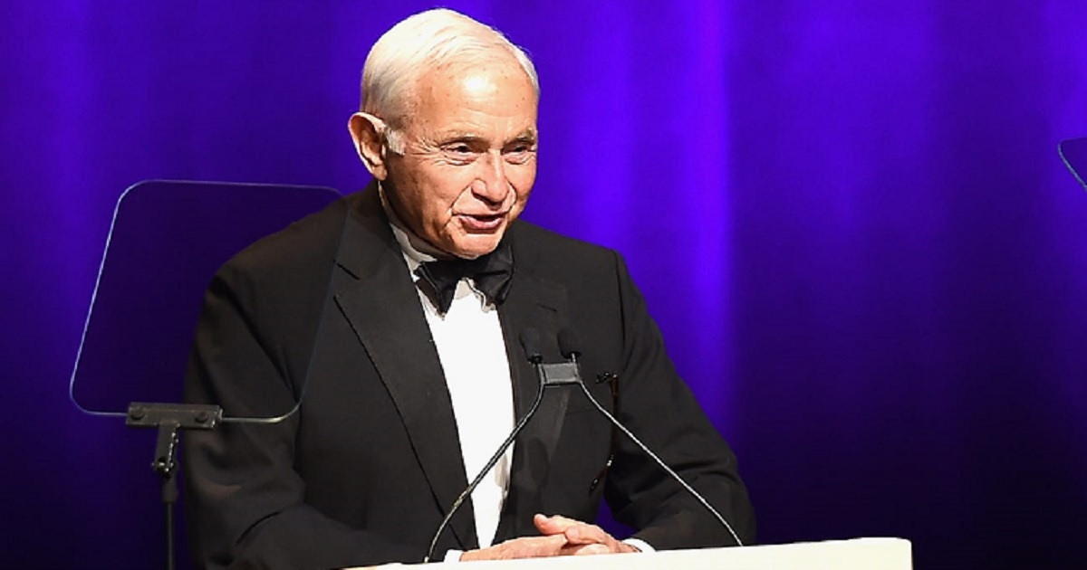 v3.jpg - Les Wexner Stepped Down As L Brands CEO After Nearly 60 Years On The Helm