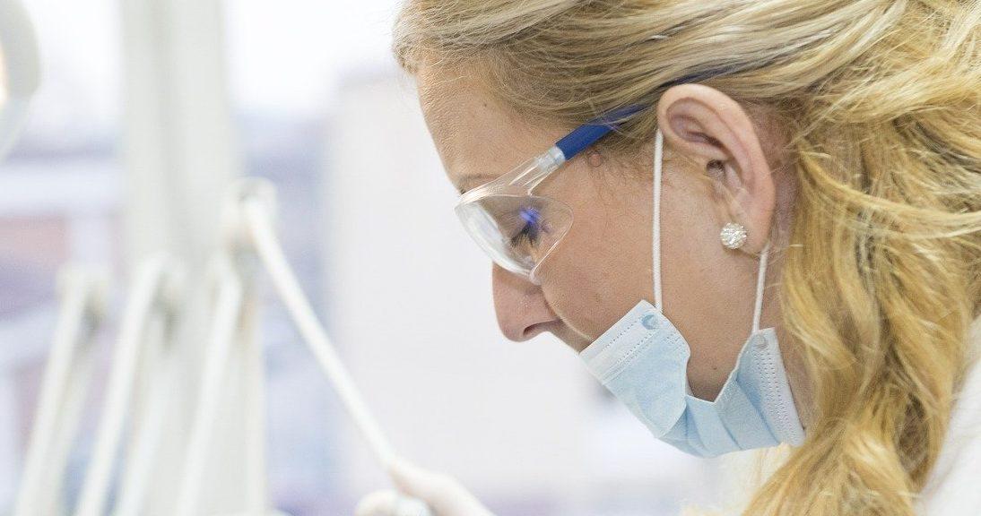 doctor 563429 1280 e1585590425516.jpg - Coronavirus: un ado américain décède faute d'assurance