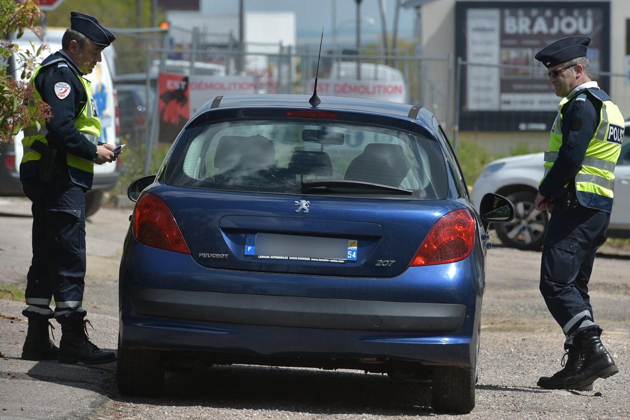 lest republicain.jpg - Confinement : Un couple se fait surprendre en plein acte sexuel dans une voiture