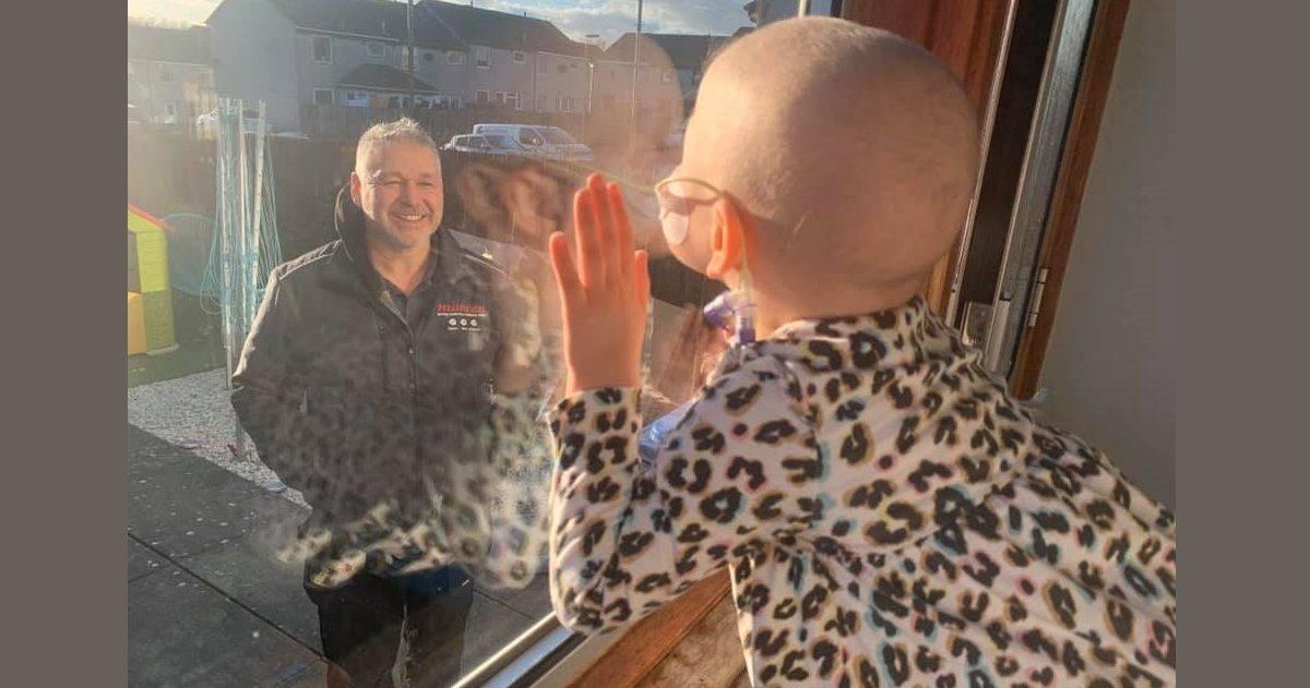 llynda sneddon facebook 1 e1585223662112.jpg - Confinement : La photo de cette fillette atteinte d'un cancer a ému le monde