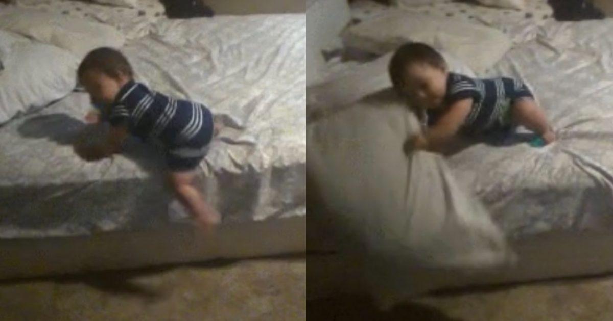 "b33ba260 eedd 4a87 90e8 90da6892042e e1585758407409.jpg - ""인생 2회차 아니고선 절대 설명할 수 없다""…기어다니는 아기가 침대에서 내려오는 '엄청난' 방법(영상)"