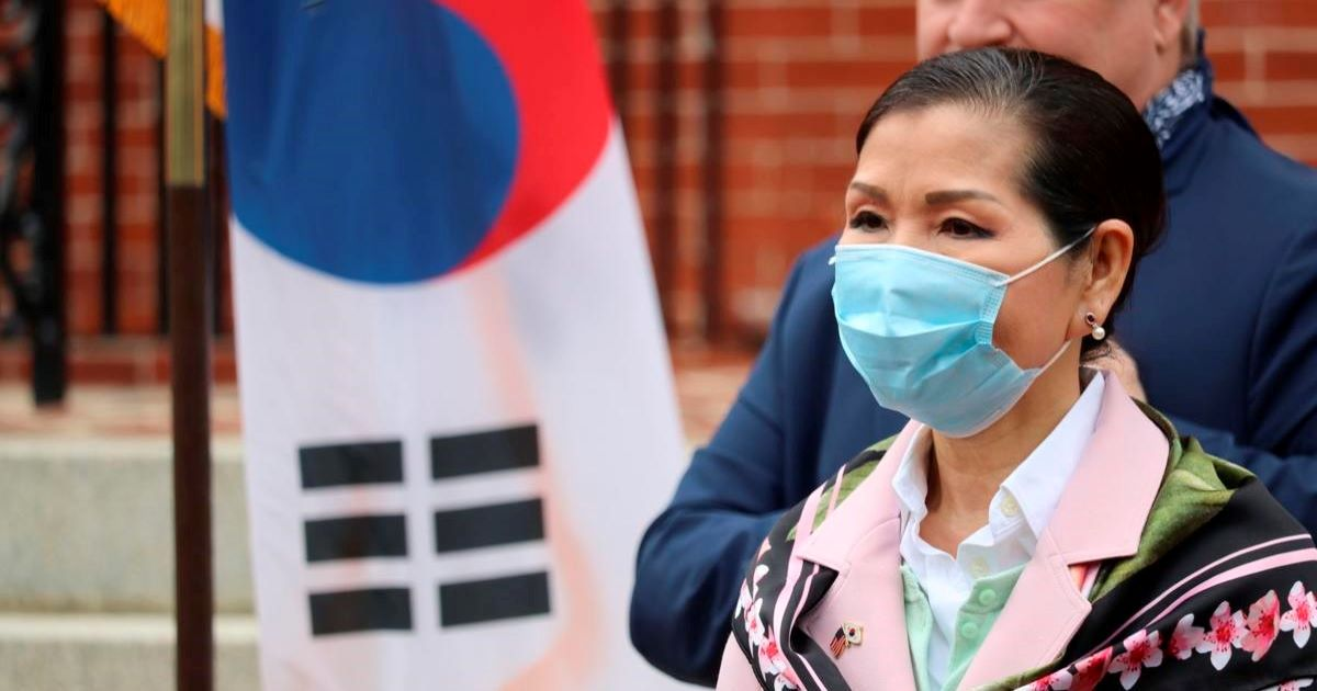 ec8db8eb84ac 44.jpg - First Lady Of Maryland Yumi Hogan Brought Corona Test Kits From South Korea Making Her A Hero