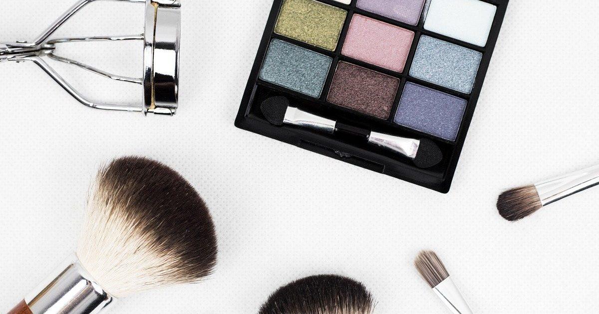 makeup brush 1761648 1280 e1586452138483.jpg - Confinement: Haley Lyndes se sent bien sans maquillage!