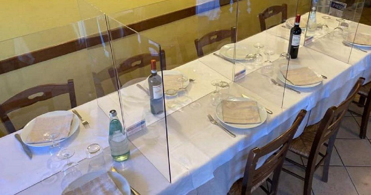 nng 1 e1587049167325.jpg - Coronavirus: des tables de restaurant avec des parois en plexiglas?