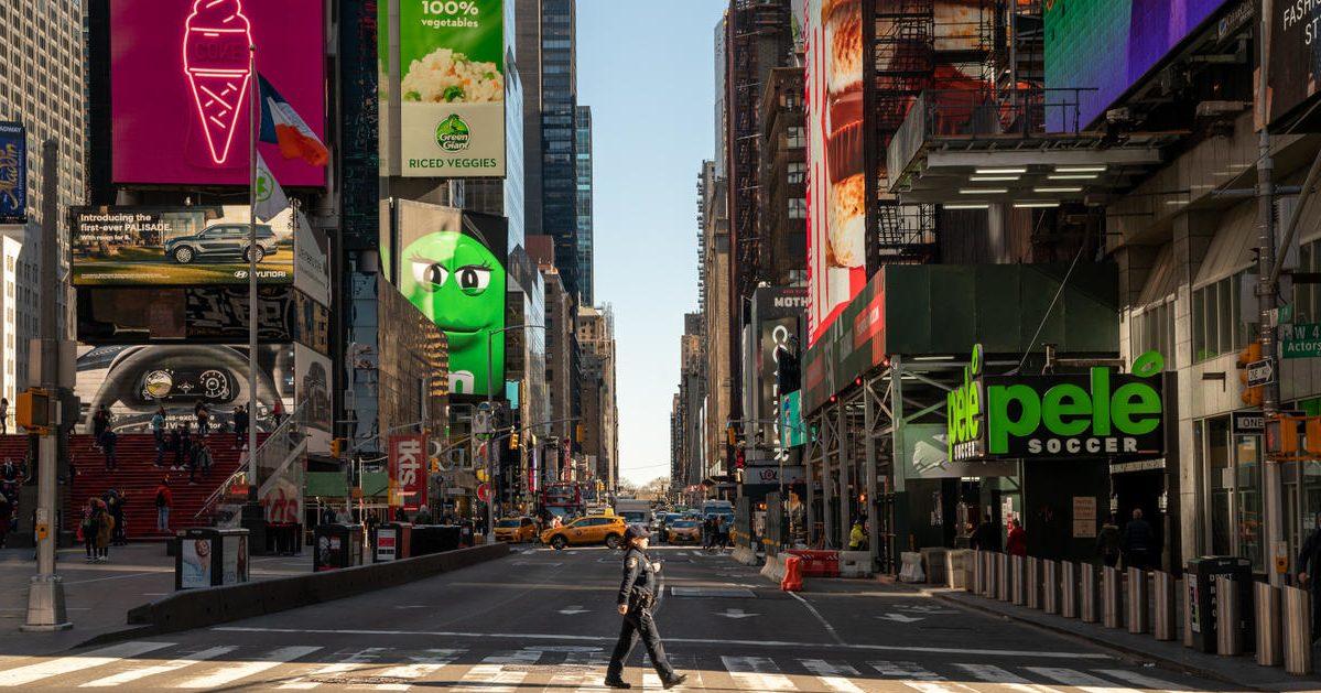 w1240 p16x9 063 1207148401 0 e1585674245866.jpg - Etats-Unis : New York dénombre un mort du coronavirus toutes les douze minutes en moyenne