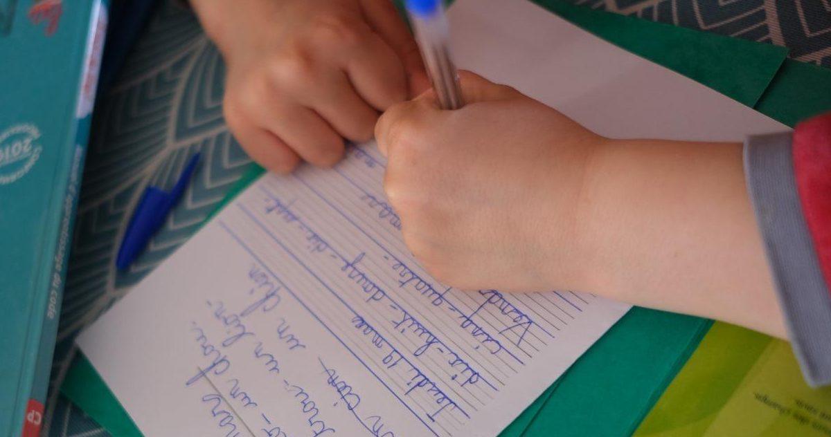 5e99bfbde0f749a6738b45a0 e1590609217643.jpg - Déconfinement : Le chômage partiel maintenu pour les parents dont l'enfant ne pourra aller à l'école