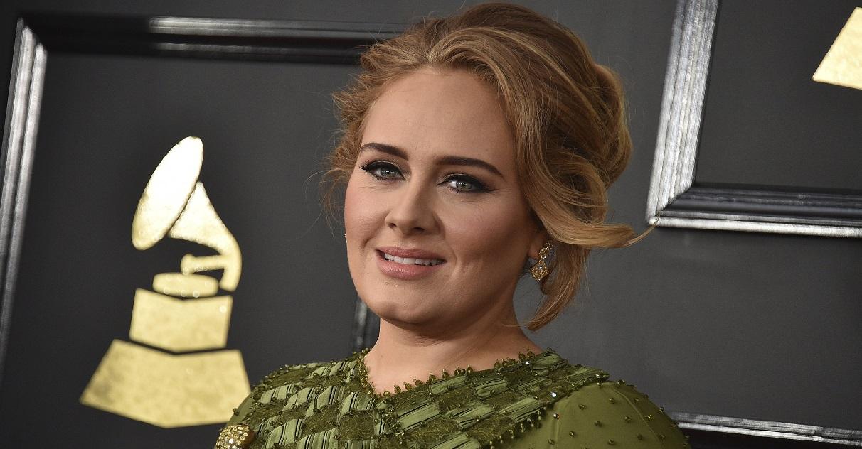 adele.jpg - Transformation: pour son anniversaire, Adele a publié une nouvelle photo d'elle complètement métamorphosée