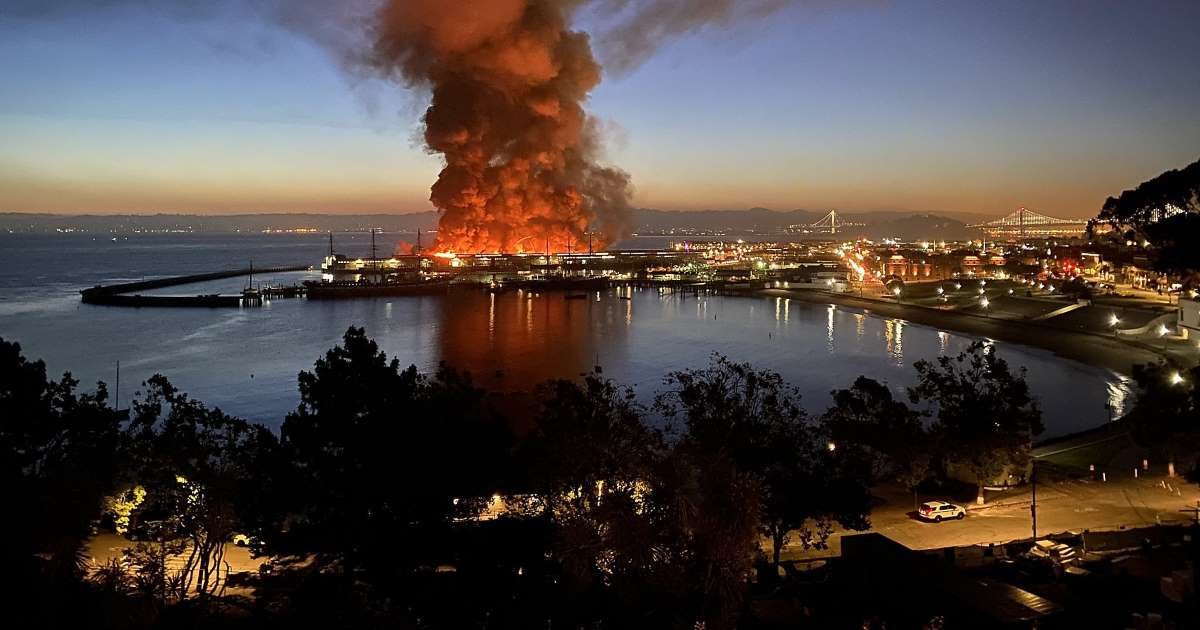 ec8db8eb84ac 3 12.jpg - Fire At San Francisco Destroys Pier 45 Overnight