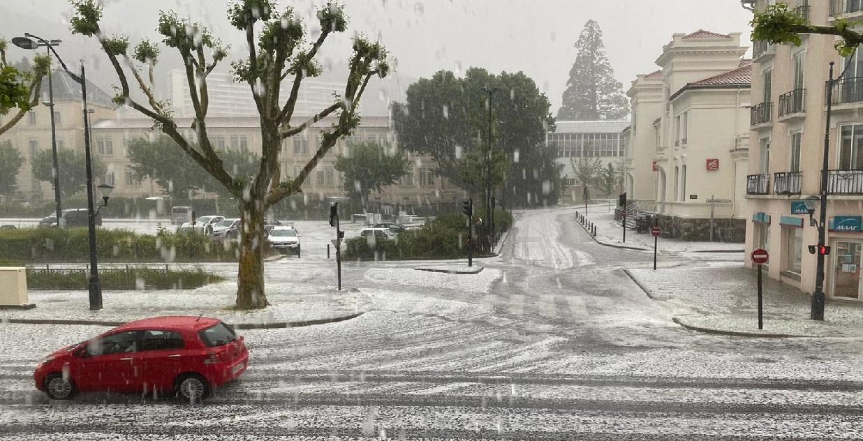 grele.jpg - Tempête: de violents orages de grêle ont frappé le Sud-est du pays