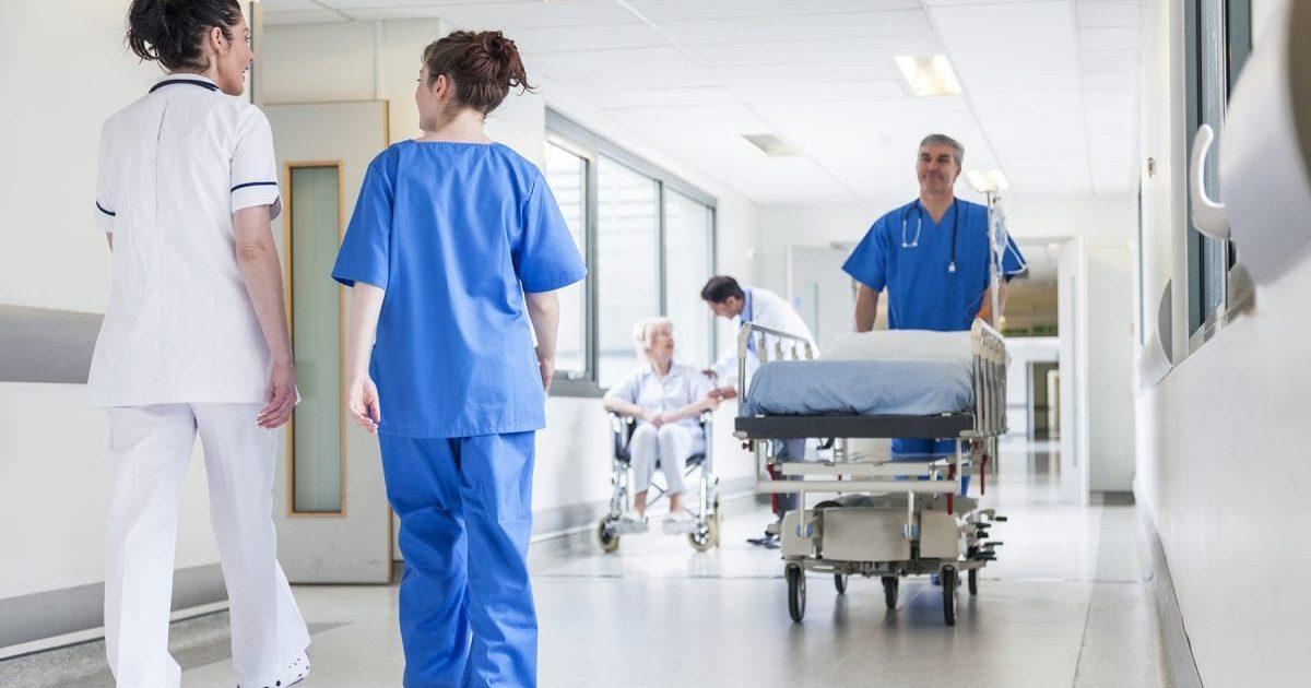 hospitals 1200x675 e1590433325465.jpg - Russie : Une infirmière sanctionnée pour sa tenue de travail plutôt inhabituelle
