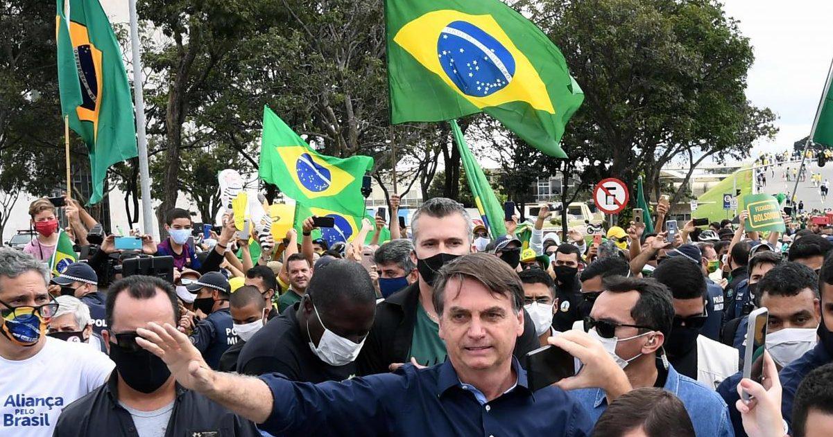 la voix du nord 14 e1590406794992.jpg - Brésil : Le président Bolsonaro s'offre un bain de foule en pleine pandémie de Covid-19