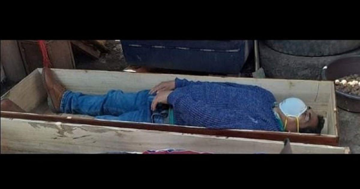 policia nacional del peru.jpg - Drunk Mayor Pretends To Be COVID Victim In Coffin To Avoid Arrest