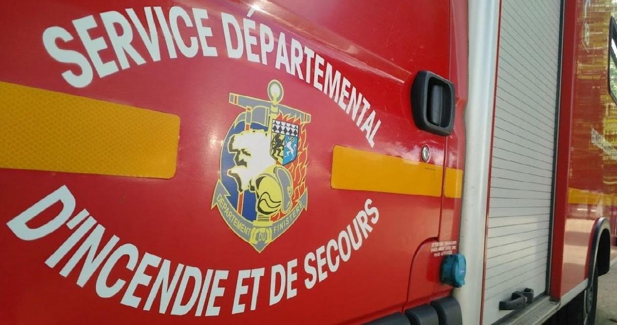 pompiers 1.jpg - Dans le Finistère, un homme est mort dans l'incendie de son bateau...