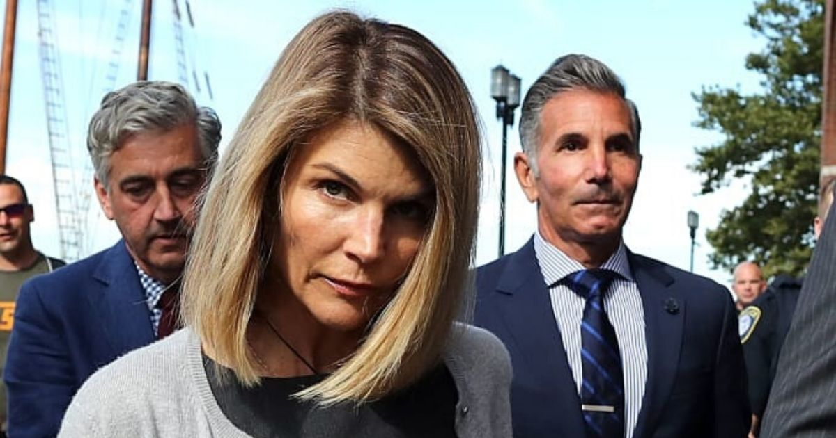 untitled design 1 14.jpg - Lori Loughlin And Mossimo Giannulli Signed A Plea Deal To Avoid Years In Prison Over College Admission Scandal