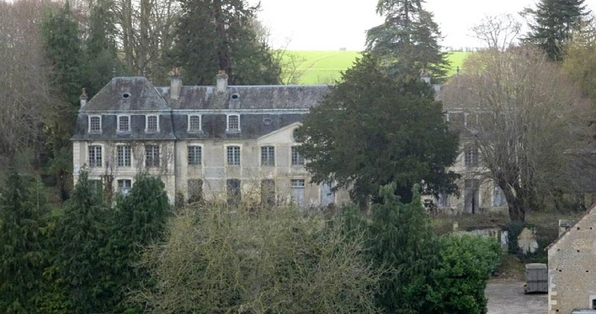 urbex.jpg - URBEX: dans le Calvados, quatre femmes ont été surprises en pleine exploration d'un château abandonné !