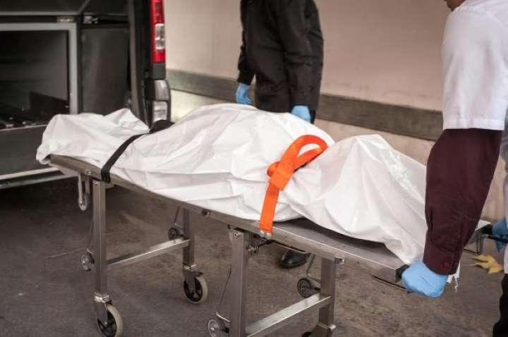 Woman wakes up in body bag
