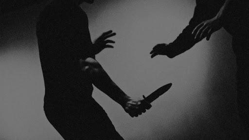 칼에 찔리는 꿈 과연 어떤 꿈일까? 꿈해몽! : 네이버 블로그