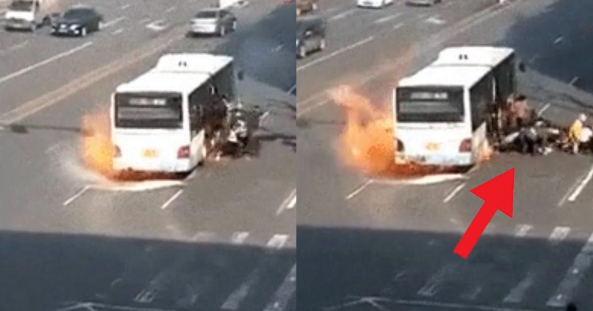 """b55e9d7b e589 406d bd70 b4e357607af9 e1591174929916.jpg - """"반복재생 아닙니다""""…버스에 불난 것도 불난건데, 도대체 '몇명'이 나오는건지 모르겠는 '탈출영상'.gif"""