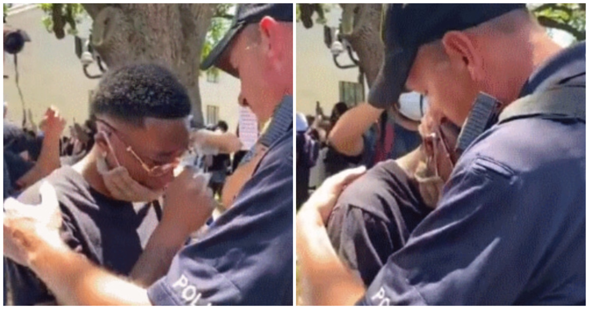 ed4f3061 102a 468b b93c d8c3e443c35c.jpeg - 현재 난리난 '흑인 시위'에서 엉엉 우는 흑인학생 꼭 껴안아주는 백인경찰 (영상)