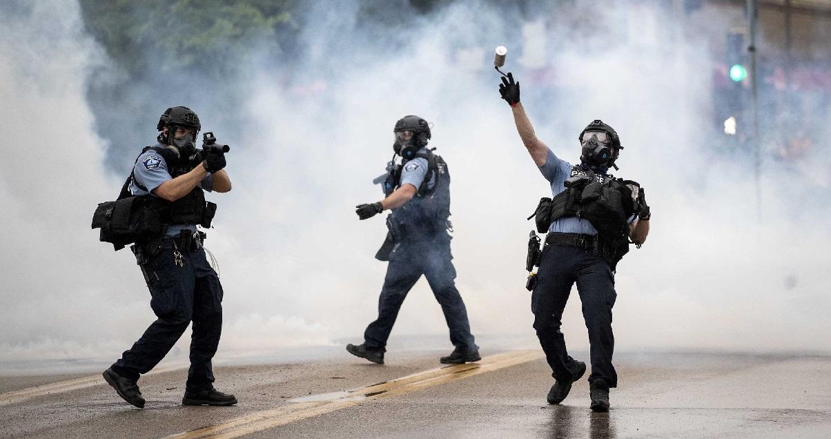 police2.jpg - Minneapolis: une équipe de journalistes de TF1 a été agressée par la police