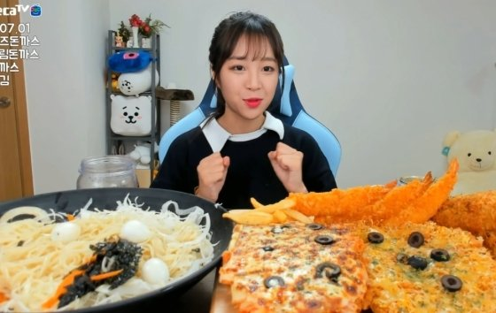 """학생 때 술·담배했지만…"""" 먹방 BJ 쯔양, 학폭 의혹 해명 - 머니투데이 뉴스"""