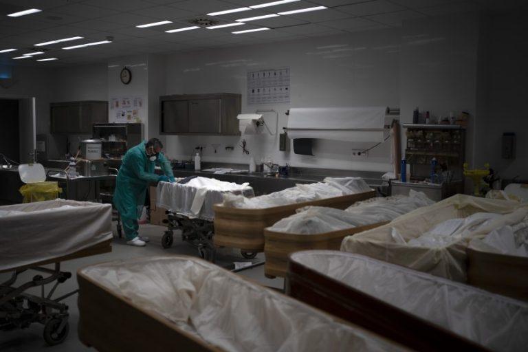 16 años en funeraria no lo prepararon para lo que vive hoy - San Diego Union-Tribune en Español