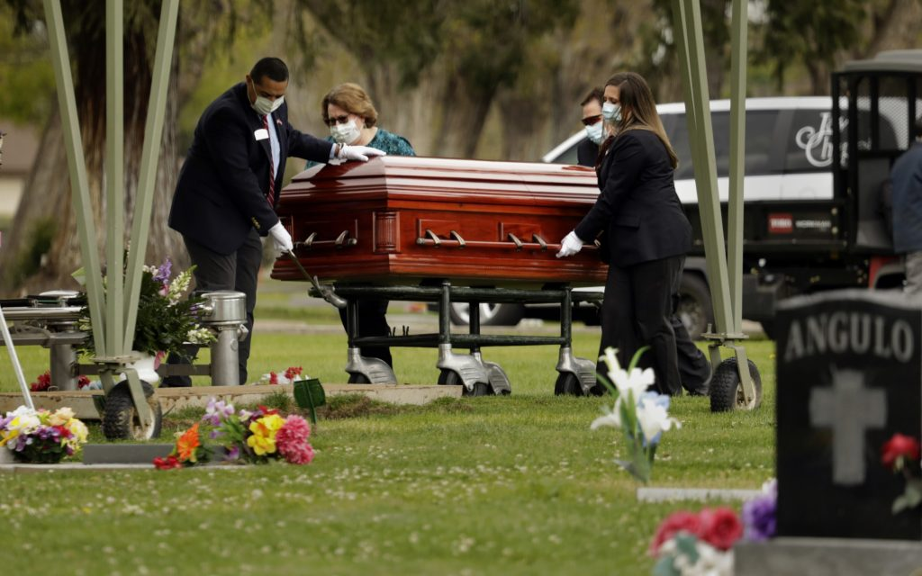 Coronavirus: Family stages a drive-up funeral for loved one - Los Angeles Times
