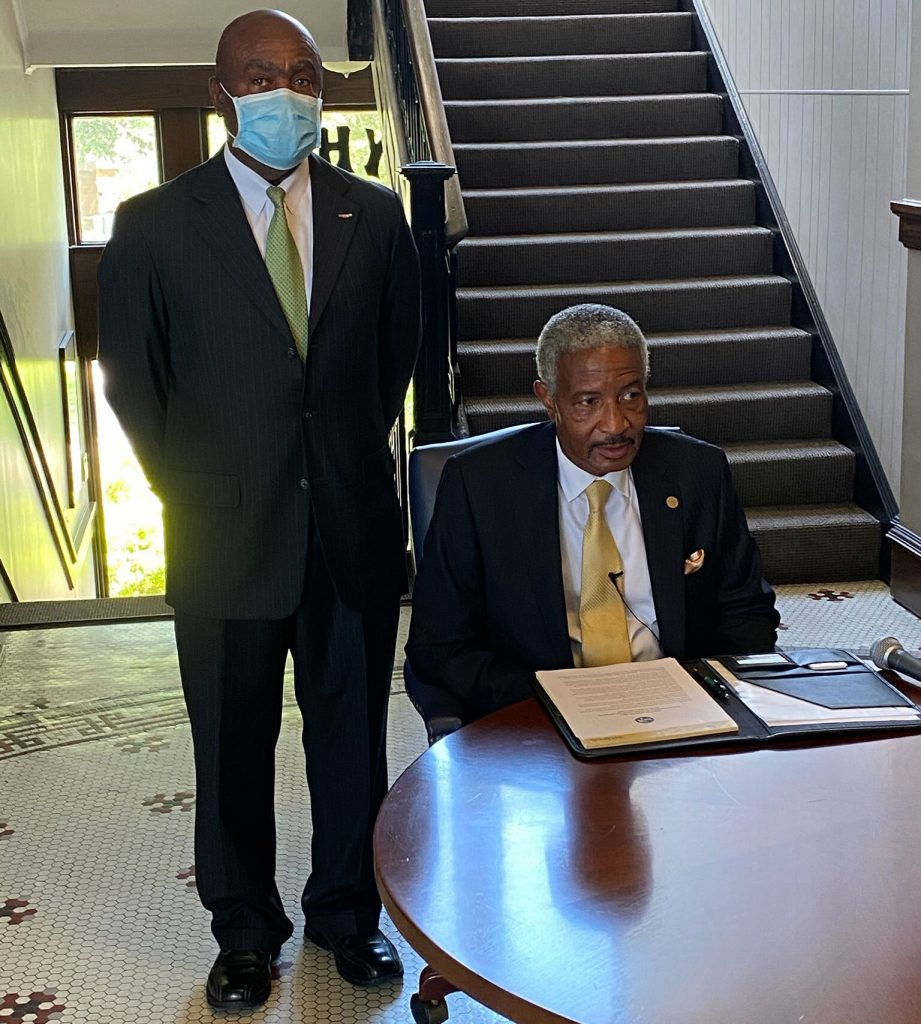 Black Mayor Tears Up as He Signs Order to Remove Mississippi Flag | PEOPLE.com