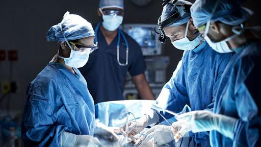 La cirugía en pacientes con Covid-19 aumenta considerablemente la  mortalidad y las complicaciones pulmonares