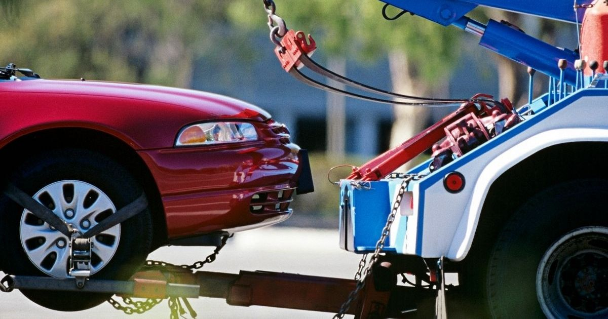 car5.jpg - 'My Dad's Neighbor Keeps Parking His Car In Our Driveway, So I Had It Towed Away'